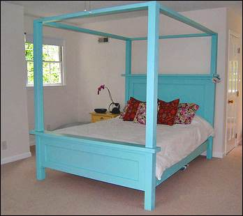 Farmhouse Poster Bed
